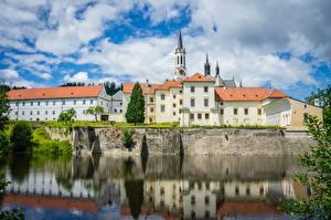 Картинка Чехия Замок Отражении Telc Castle, Jihlava district, Vysocina region город