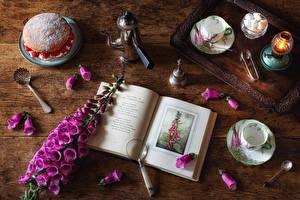 Фотография Наперстянка Натюрморт Свечи Пирожное Сахар Чашка Ложка Книга Лепестки Еда Цветы