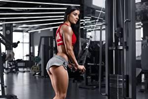 Фотографии Фитнес Брюнеток Спортзале Тренировка Ягодицы молодые женщины