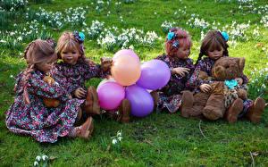 Фотографии Германия Парки Мишки Кукла Девочки Воздушных шариков Платья Grugapark Essen
