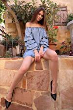 Картинки Leona Mia Сидящие Ног Туфли Взгляд молодые женщины