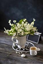 Обои Ландыши Кофе Капучино Доски Ваза Кружки Цветы