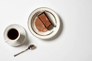 Картинка Пирожное Шоколад Кофе Сером фоне Тарелке Какао порошок Чашке Ложка Еда