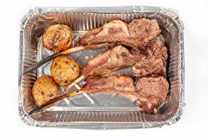 Фотографии Мясные продукты Картошка Белым фоном Пища