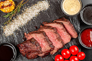Фото Мясные продукты Помидоры Кусок Соли Кетчуп Еда