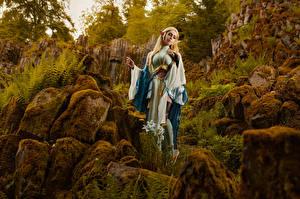 Фотографии Михаил Давыдов фотограф Камень Поза Мхом Косплей Zelda молодые женщины