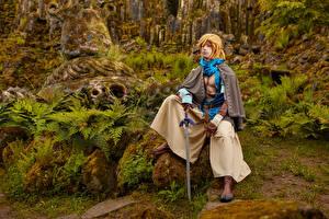 Обои Михаил Давыдов фотограф The Legend of Zelda Камни Косплей Мох Сидя С мечом Link Фэнтези