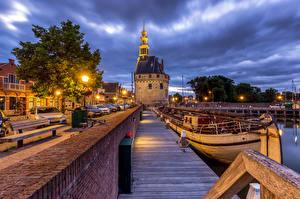 Фотография Нидерланды Вечер Причалы Речные суда Набережной Уличные фонари Hoorn
