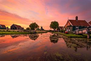 Картинки Голландия Рассвет и закат Вечер Здания Водный канал Zaanse Schans Природа