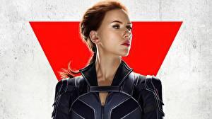 Фотография Scarlett Johansson Смотрит Black Widow Девушки Фильмы