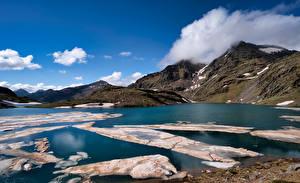 Картинки Испания Гора Озеро Облака Lake Baiau