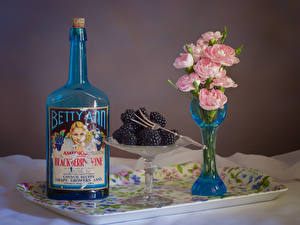 Картинки Натюрморт Роза Ежевика Вазе Розовых Бутылка Цветы Еда