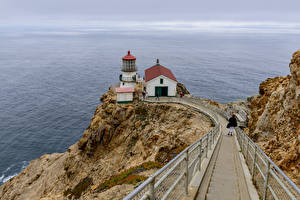 Обои Америка Берег Маяк Утес Калифорния Point Reyes lighthouse Природа