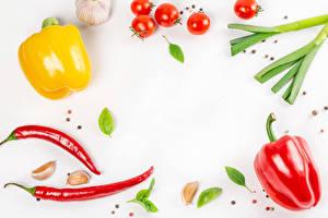 Обои для рабочего стола Овощи Перец овощной Перец чёрный Острый перец чили Помидоры Чеснок Белая Продукты питания