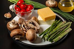 Фото Овощи Грибы Помидоры Сыры Чеснок Серый фон Пища