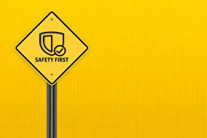 Фотография Слово - Надпись Английский Цветной фон safety first, road sign