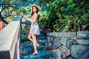Картинки Азиаты Платье Шляпы Взгляд девушка