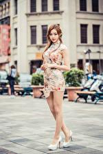 Картинка Азиатки Платья Ноги Взгляд Девушки