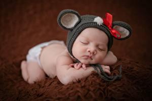 Картинка Азиаты Младенец Спящий Шапки Бантик