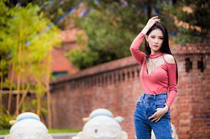 Фото Азиаты Поза Смотрит девушка