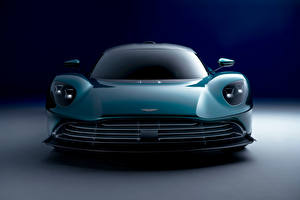 Фотография Aston Martin Спереди Зеленая Металлик Valhalla, (Worldwide), 2021 авто