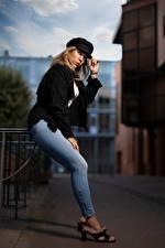Фотография Блондинки Поза Джинсов Кепка Взгляд Aurelia Девушки