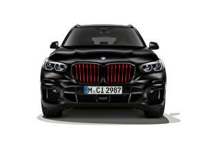 Обои BMW Кроссовер Черный Спереди Белом фоне X5 M50i Edition Black Vermilion, (Worldwide), (G05), 2021 Автомобили