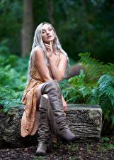 Картинки Блондинок Сидит Ног Сапогов Платье Взгляд Девушки