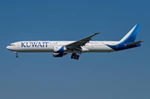 Обои Боинг Самолеты Пассажирские Самолеты Сбоку 777-300ER, Kuwait Airways