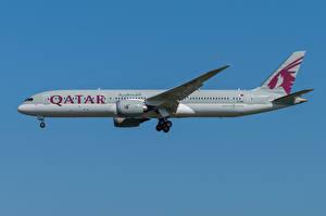 Обои Boeing Самолеты Пассажирские Самолеты Сбоку 787-9, Qatar Airways Авиация картинки