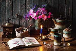 Обои для рабочего стола Букеты Свечи Кофе Кофемолка Натюрморт Вазе Книга Ложки Кружка