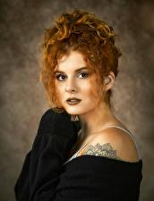 Картинки Кудрявые Рыжие Лицо Смотрит молодая женщина