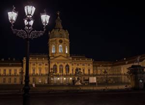 Фото Германия Берлин В ночи Уличные фонари Дворец Музей Charlottenburg, Brandenburg