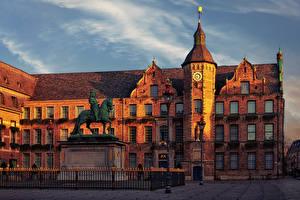Фотографии Германия Дома Памятники Часы Городская площадь Забором Уличные фонари Düsseldorf City Hall Города