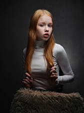 Фото Рыжая Рука Волосы Смотрит Lisa, Nikolay Bobrovsky молодые женщины