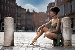 Фотография Поза Сидящие Ноги Платья Негр Mary девушка
