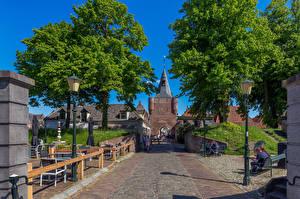 Фото Голландия Люди Улица Уличные фонари Скамья Elburg город