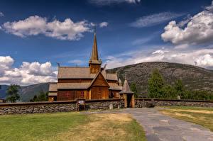 Обои Норвегия Гора Церковь Облака Из дерева Lom Stave Church Природа