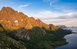 Фото Норвегия Горы Лофотенские острова Тень Rulten peak