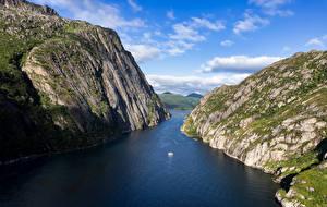 Фото Норвегия Горы Лофотенские острова Фьорд Утес Trollfjord