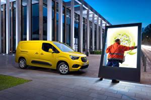 Картинки Opel Фургон Желтая Металлик Combo-e Cargo XL, (Worldwide), 2021 машина