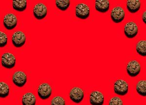 Обои Выпечка Печенье Красном фоне Шаблон поздравительной открытки Еда