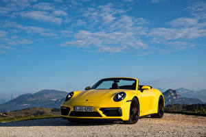 Фотографии Porsche Кабриолет Желтых Металлик 911 Carrera GTS Cabriolet, (Worldwide), (992), 2021 Автомобили