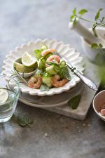 Обои Салаты Овощи Креветки Тарелка Пища
