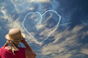 Картинка Небо Облака Серце Сзади Шляпа Старуха