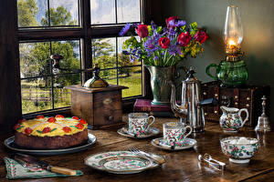 Фотография Натюрморт Тюльпаны Керосиновая лампа Торты Ваза Чашка Тарелка Окно Пища