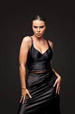Картинки Модель Платье Поза Рука Смотрят Tiziana Di Garbo молодая женщина