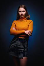 Обои Поза Рука Юбки Свитера Смотрят Ulya, Nikolay Bobrovsky молодая женщина