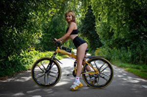 Фото Victoria Borodinova Велосипеде Блондинка Ног Смотрят молодые женщины
