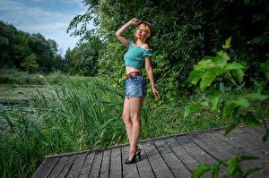 Картинки Victoria Borodinova Блондинка Поза Ног Юбка Блузка Кепка Девушки